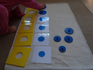 Tarjetas de figuras sólidas del gabinete geométrico // Solid figure cards of the Geometric Cabinet.